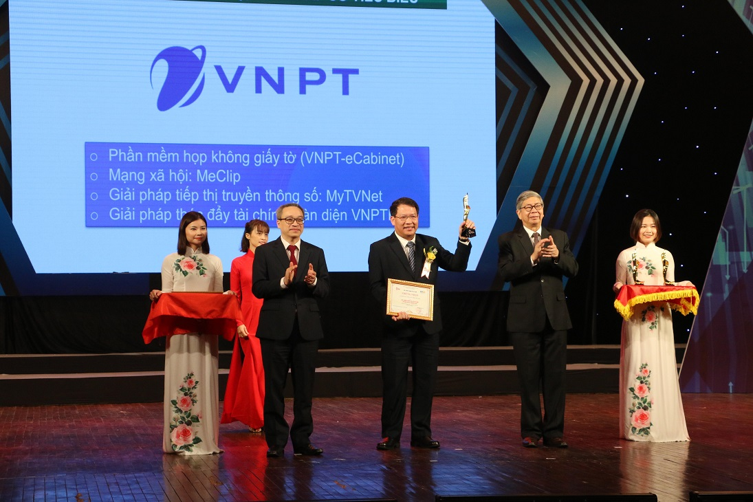 Tập đoàn VNPT nhận giải thưởng Chuyển đổi số Việt Nam 2020