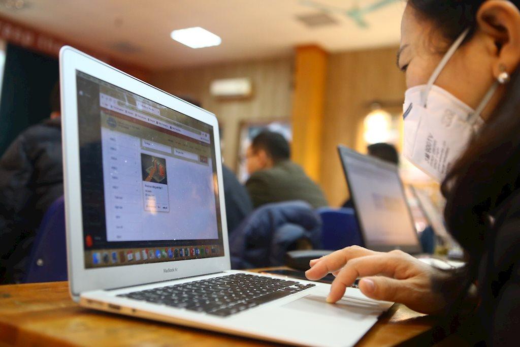 Nhiều trường học cấp tập tổ chức dạy online trong dịch corona