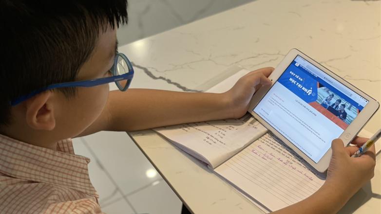 Học trực tuyến hay số hóa hệ thống giáo dục, sự lựa chọn nào cho tương lai?